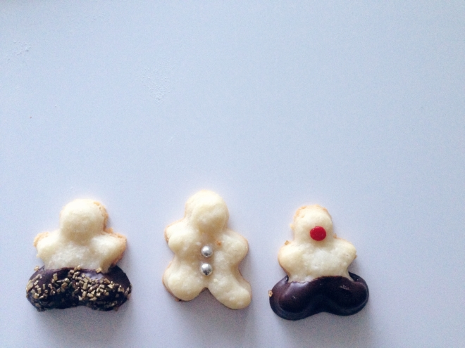 Tiny Shortbread Men via Blushed Tapatia